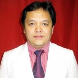 Dr. Ashwin Kandouw
