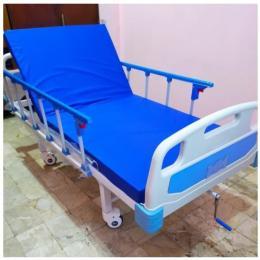 Bed Pasien ABS 1 Crank Warna Putih Cokelat dan Putih Biru