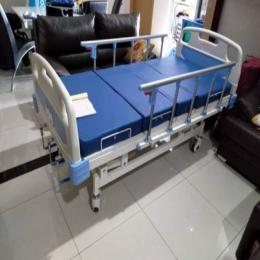 Bed Pasien ABS 3 Crank, Warna Putih Cokleat dan Putih Biru